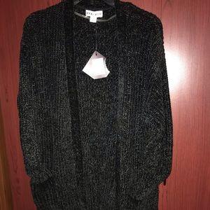 AVA & VIC Black sweater 3 quarter